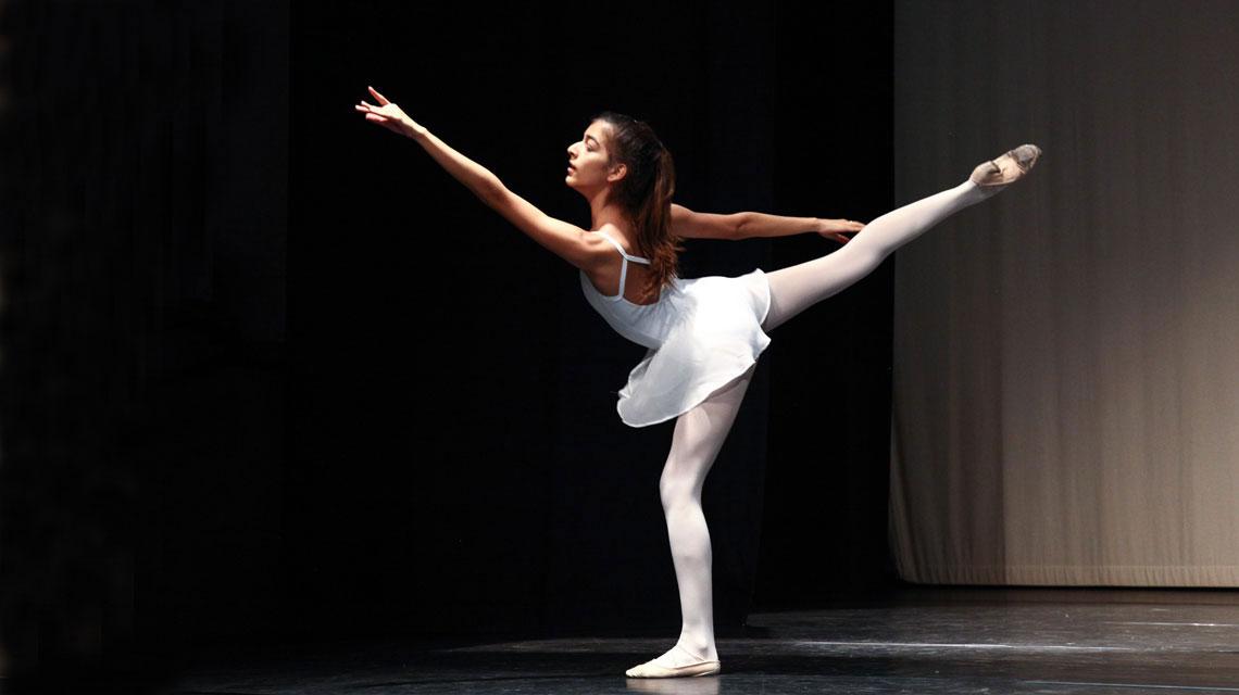 Ballerina durante il saggio 2017